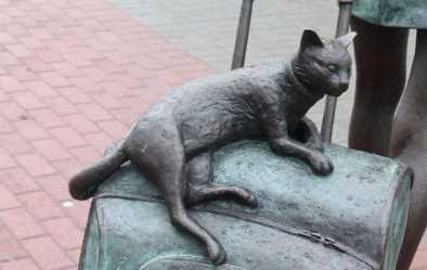 Памятник девушке