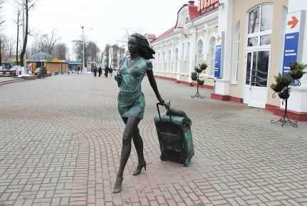 Памятник девушке фото 3